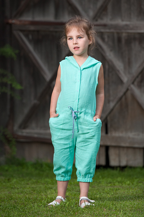 "Green linen playsuit for girl, sleeveless. Manufacturer: AB ""Siulas"""