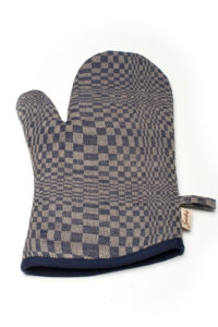"LInen kitchen glove in blue grey checks. Manufacturer: AB ""Siulas"""